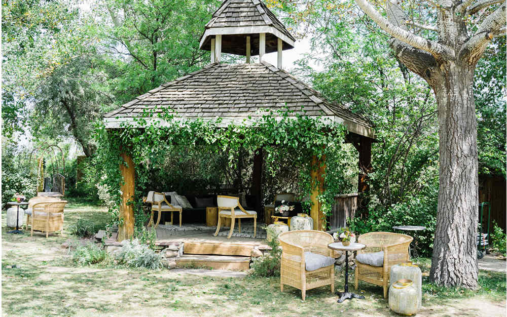 set up comfty space for intimate wedding